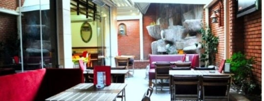 Vagabond Cafe & Garden is one of Istanbul.
