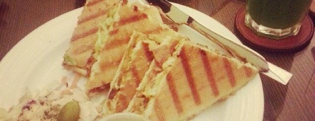 Hedayat Café | کافه هدایت is one of کافه های خوب شیراز /Shiraz Best Cafe'.