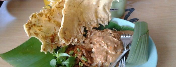 Pecel Bu Kus is one of The most favorite foods in Surabaya.
