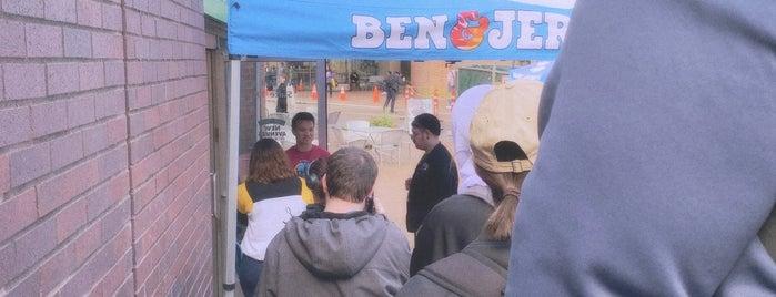 Ben & Jerry's is one of สถานที่ที่ Caitie ถูกใจ.