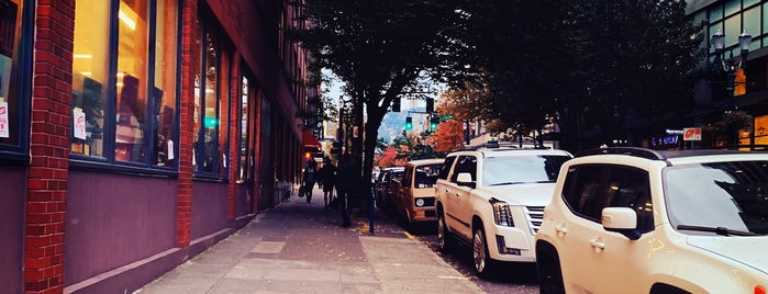 Pearl District is one of explore Portland.