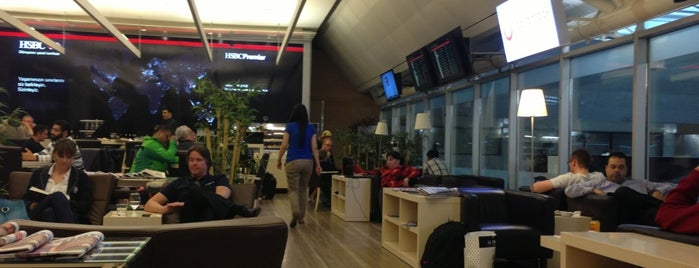 HSBC Premier Lounge is one of Locais curtidos por Mujdat.