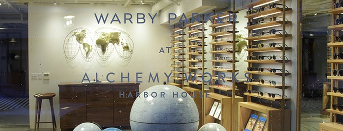 Warby Parker is one of Tempat yang Disukai Grant.