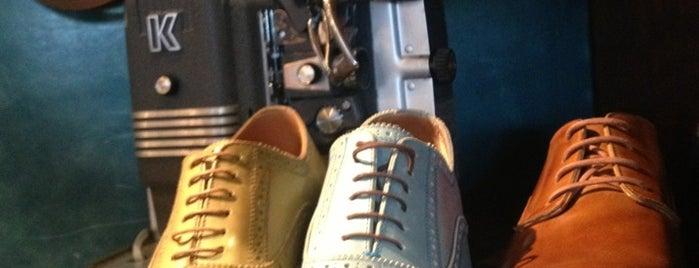 John Fluevog Shoes is one of Casey'in Kaydettiği Mekanlar.
