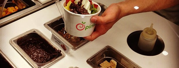 Pinkberry is one of Rakel 님이 좋아한 장소.