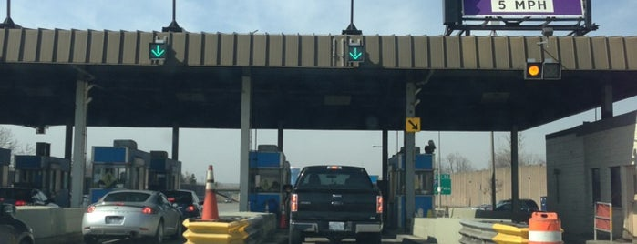 Williamsville Toll Barrier is one of Locais curtidos por Mei.
