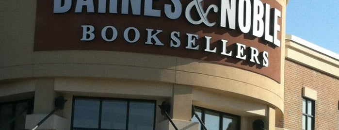 Barnes & Noble is one of Kenneen'in Beğendiği Mekanlar.