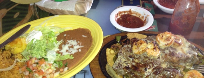 Los Alamos Mexican Restaurant is one of Lunetteさんのお気に入りスポット.