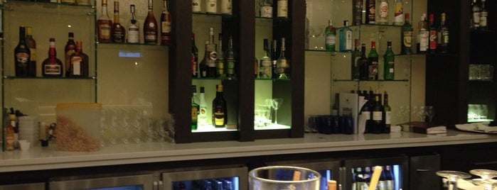 Hilton Mezzo Bar is one of Orte, die Fernando gefallen.