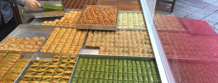 fatih baklava ve su böregi is one of Mennanさんのお気に入りスポット.