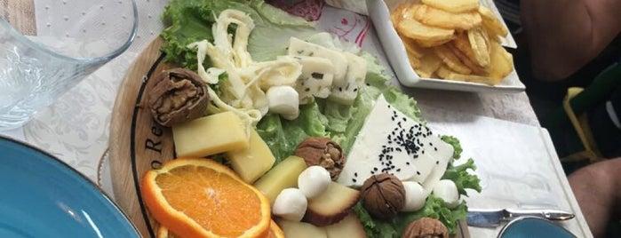 Zeynepp Cafe & Patisserie is one of Yasemin'in Beğendiği Mekanlar.