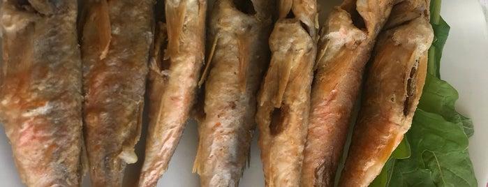 Şekerev Balık Restaurant is one of Yasemin'in Beğendiği Mekanlar.