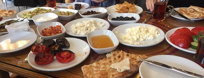 Birlik Kahvaltı Salonu is one of Yasemin'in Beğendiği Mekanlar.