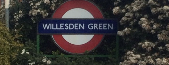 Willesden Green Station (B) is one of Posti che sono piaciuti a Barry.