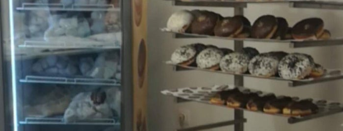 Nanou Donuts is one of Lieux qui ont plu à Spiridoula.