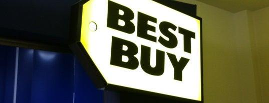 Best Buy is one of Orte, die Santosh gefallen.