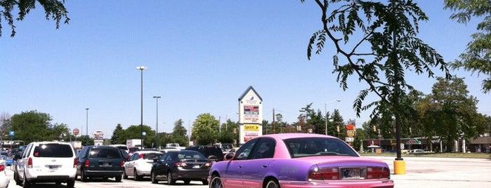Coldwater Crossing Shopping Ctr is one of Orte, die Andrew gefallen.