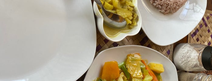 Home Grown rice and curry Restaurant is one of M : понравившиеся места.