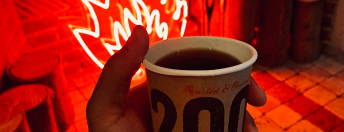 200 Degrees Coffee is one of Leonardさんの保存済みスポット.