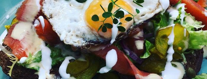 Brasserie De Keuken is one of Big Green Egg.