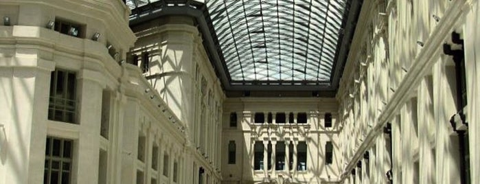 Palacio de Cibeles is one of Favorite 5 local spots.