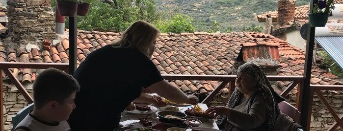 Gülten Abla Kahvaltı ve Ev Yemekleri is one of Posti che sono piaciuti a Derin.