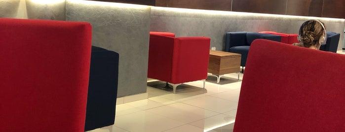Oma Premium Lounge is one of Tempat yang Disukai Ismael.