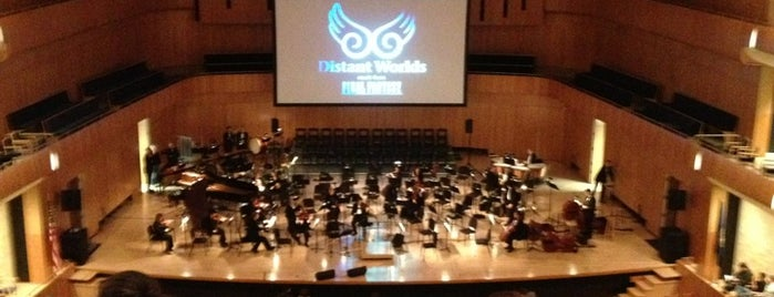 Holland Performing Arts Center is one of Locais curtidos por Diane.