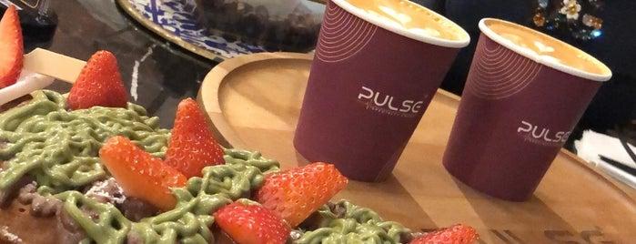 Pulse Café is one of Locais curtidos por Abdullah.