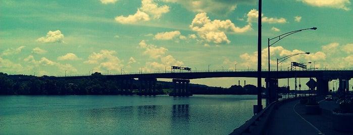 Dunn Memorial Bridge is one of Posti che sono piaciuti a Marcie.