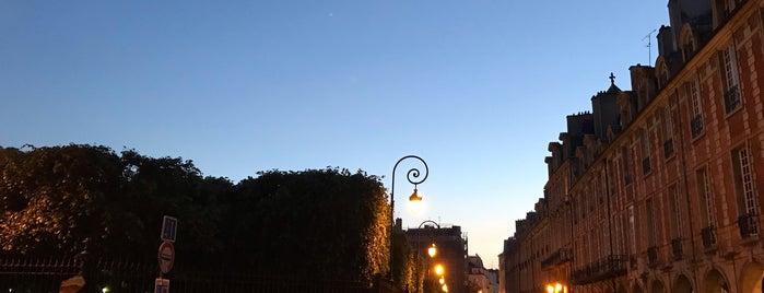 Place des Vosges is one of Aɴderѕoɴ 님이 좋아한 장소.