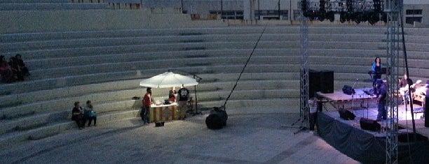 Φοίνικας - Δημοτικό Θέατρο Περιστερίου is one of Ifigeniaさんの保存済みスポット.