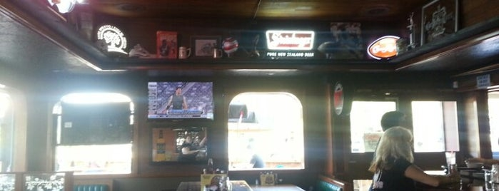 Bullseye Pub is one of Locais curtidos por Jeremy.