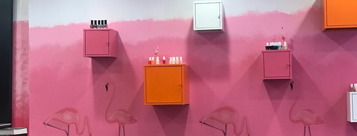 Eclair Nail Salon is one of Lugares favoritos de Miri.