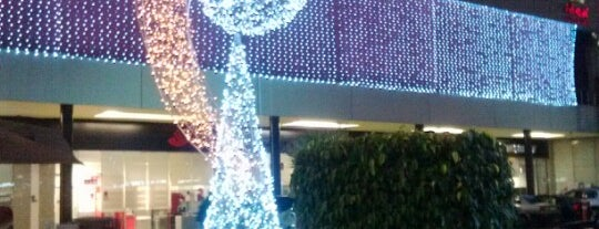 Centro Comercial Vía San Ángel is one of Jocelynさんのお気に入りスポット.