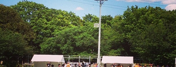 駒沢オリンピック公園 補助競技場 is one of まるめん@下級底辺SOCIO : понравившиеся места.