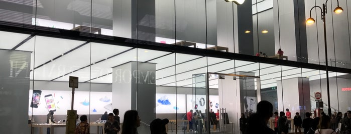 Apple Canton Road is one of Locais salvos de Orietta.