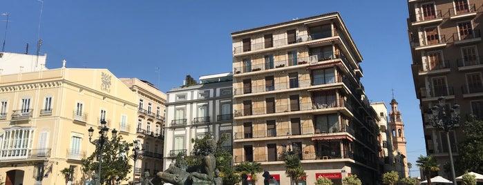 Plaza de la Virgen is one of Locais curtidos por Richard.
