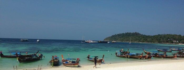 Pattaya Beach is one of Tempat yang Disukai Christine.