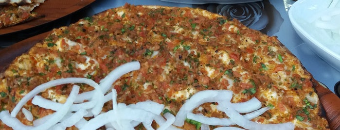 Gaziantep Ünal Kebap Lahmacun Salonu is one of Mennanさんのお気に入りスポット.