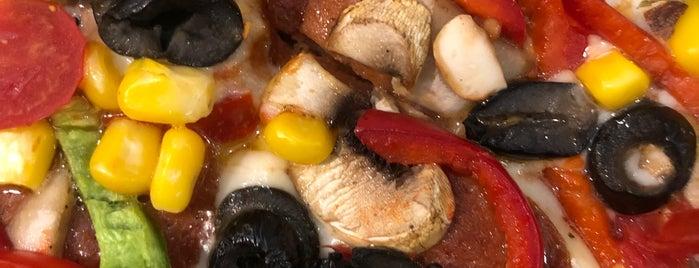 Pizza İl Forno is one of Posti che sono piaciuti a Büşra.