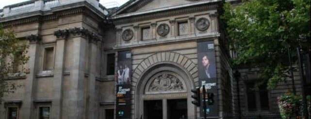 National Portrait Gallery is one of London To-Do.