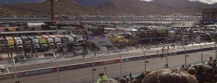 NASCAR is one of Orte, die Doug gefallen.
