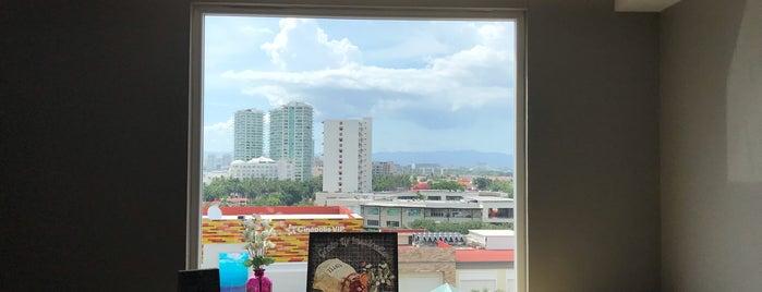 Hotel Fiesta Inn La Isla is one of สถานที่ที่ Adan ถูกใจ.