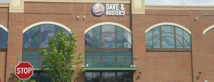 Dave & Buster's is one of Lugares favoritos de Charles.