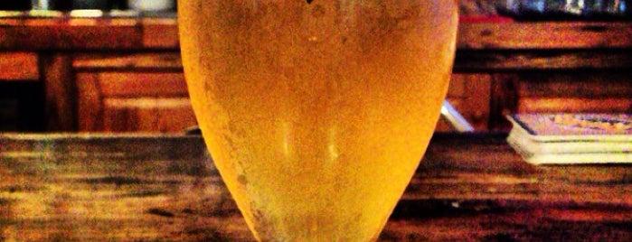 Foreside Tavern & Side Bar is one of Dana'nın Beğendiği Mekanlar.