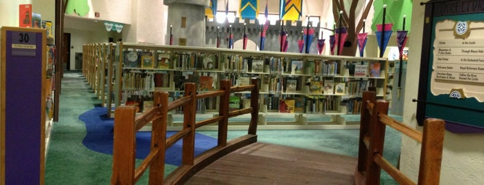 Scottsdale Public Library - Civic Center Library is one of Lugares favoritos de Stephanie.