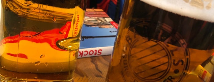 Barrels Burgers & Beer is one of Locais curtidos por Irene.