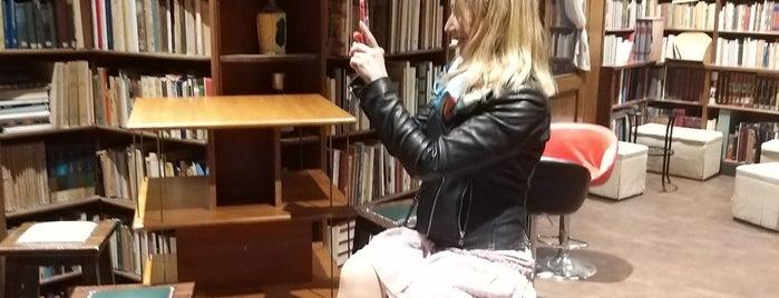 Libreria Berisio is one of Niceness in Napoli ☀️🇮🇹.