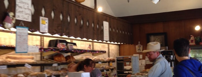 Swiss Maid Bakery is one of สถานที่ที่ FJ ถูกใจ.